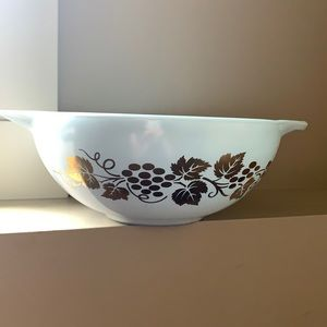Pyrex Golden Grapes Bowl